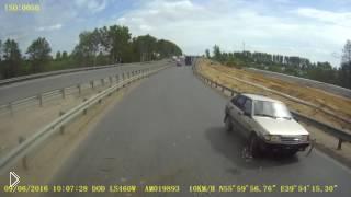 Смотреть онлайн ДТП дальнобойщика со стариком на девятке