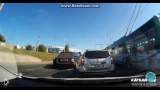 Смотреть онлайн Попытка задержки нарушителя полицией в Казани
