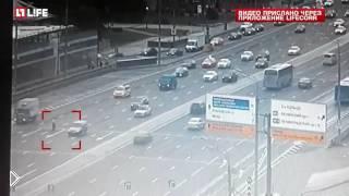 Смотреть онлайн Водитель на вип-авто сбил человека на Кутузовском проспекте