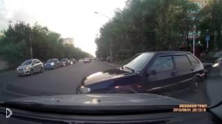 Смотреть онлайн Вредный водитель создал аварию