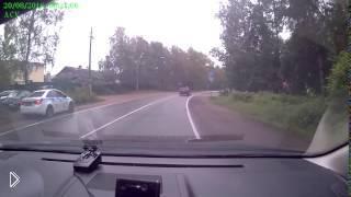 Смотреть онлайн Машина ДПС врезается в столб во время погони