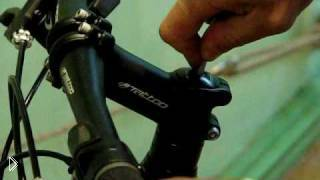 Смотреть онлайн Как отрегулировать рулевую колонку на велосипеде