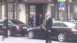 Смотреть онлайн Путин обедает в ресторане сериала