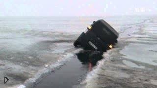 Смотреть онлайн Подборка: Автомобили уходят под лёд