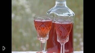 Смотреть онлайн Рецепт клубничного ликера из свежей или замороженной ягоды