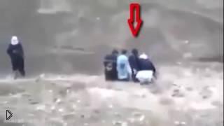 Пленник убил тех, кто его хотел казнить - Видео онлайн