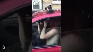 Смотреть онлайн Наркомана штырит в автомобиле