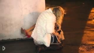 Две пьяные девушки после клуба - Видео онлайн