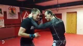 Как сорвать руку противника при захвате шеи - Видео онлайн