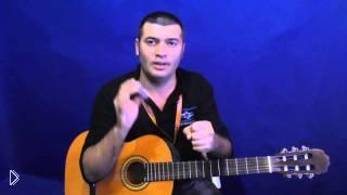 Смотреть онлайн Фишка игры на гитаре: как помогут спички