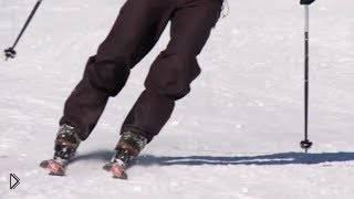 Смотреть онлайн Учимся ездить на лыжах, держим ноги параллельно