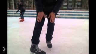 Смотреть онлайн Как тормозить при катании на коньках