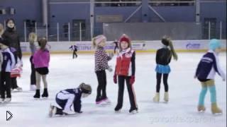 Смотреть онлайн Когда можно учить ребенка кататься на коньках