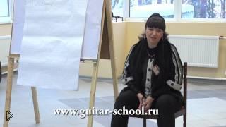 Смотреть онлайн Почему важно улыбаться во время пения под гитару