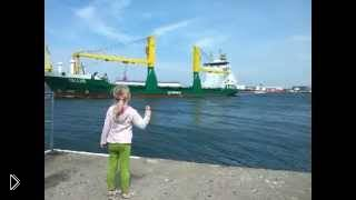 Смотреть онлайн Девочка просит корабль погудеть