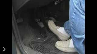 Урок вождения: работа ног с педалями - Видео онлайн