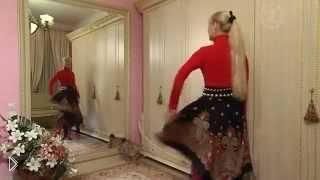 Смотреть онлайн Шьем юбку-пончо из павлопосадского платка