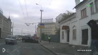 Смотреть онлайн Жесткое ДТП в Казани на перекрестке