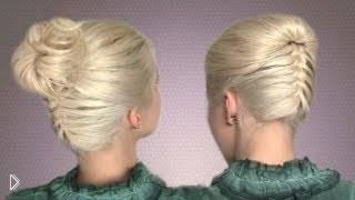 Смотреть онлайн Прически с плетением французской косы снизу вверх