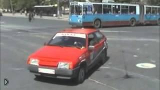 Смотреть онлайн Урок вождения: как вести себя на перекрестках