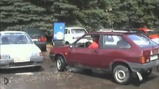Смотреть онлайн Урок вождения: тонкости парковки автомобля