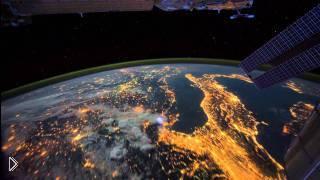 Смотреть онлайн Северное сияние с видом из космоса