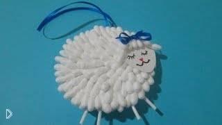 Смотреть онлайн Как сделать маленькую игрушку-овечку из ватных палочек