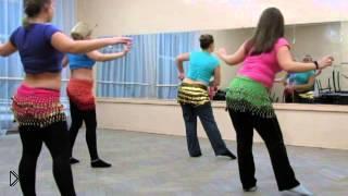 Смотреть онлайн Короткая эффектная связка в танце живота