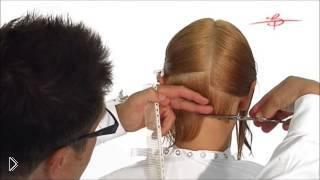 Смотреть онлайн Как стричь строгое каре на прямые волосы