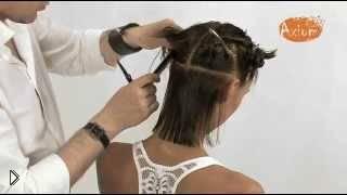Смотреть онлайн Стильная стрижка для волос средней длины