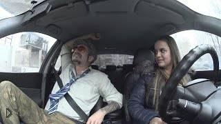 Смотреть онлайн Афоня учит девушку водить машину