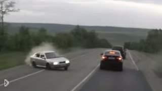 Смотреть онлайн Подборка: Водители вытаскивают машину из заноса