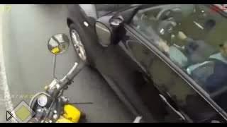 Смотреть онлайн Подборка: Мотоциклисты ломают зеркала за невнимательнность