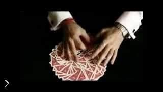 Смотреть онлайн Профессиональный шулер показывает нам фокусы с картами