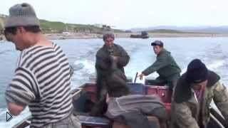 Смотреть онлайн Ловля кита эскимосами в морях Чукотки