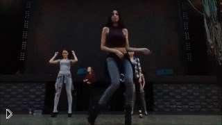 Смотреть онлайн Обучение разным базовым движениям в танцах гоу гоу