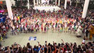 Смотреть онлайн Масштабный детский флешмоб в торговом центре