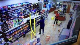 Смотреть онлайн Неудачное ограбление в магазине США