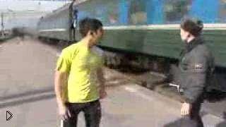 Смотреть онлайн Таджик не успел сесть на поезд, остался без ничего