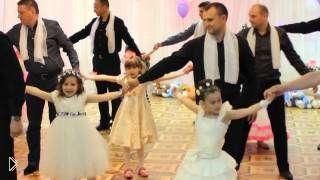 Смотреть онлайн Танец девочек с папами в детском саду на выпускном