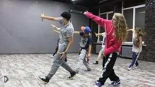 Смотреть онлайн Детский урок по хип хоп танцу для начинающих
