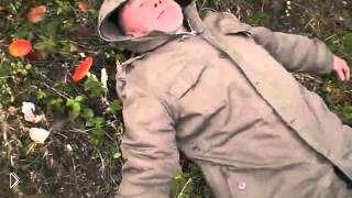 Смотреть онлайн Мужик наелся мухоморов и лежит на земле