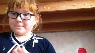 Смотреть онлайн АСМР звуки от маленькой девочки