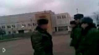 Смотреть онлайн Кавказец отказывается выполнять команды в армии РФ