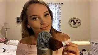 Смотреть онлайн АСМР: Девушка разговаривает шепотом в микрофон