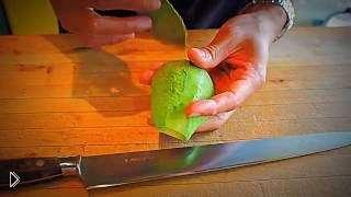 Смотреть онлайн Как нарезать авокадо для суши и роллов