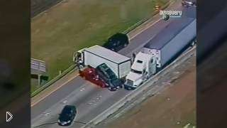 Смотреть онлайн Погоня полиции за водителем грузовика