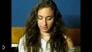 Смотреть онлайн Девушка изображает голосом разных животных
