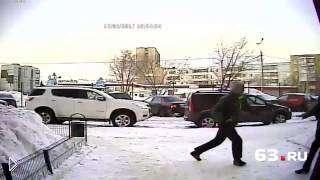 Смотреть онлайн Нападение с молотком на мужчину в России