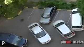 Смотреть онлайн Подборка: Фейлы во время парковки автомобилей